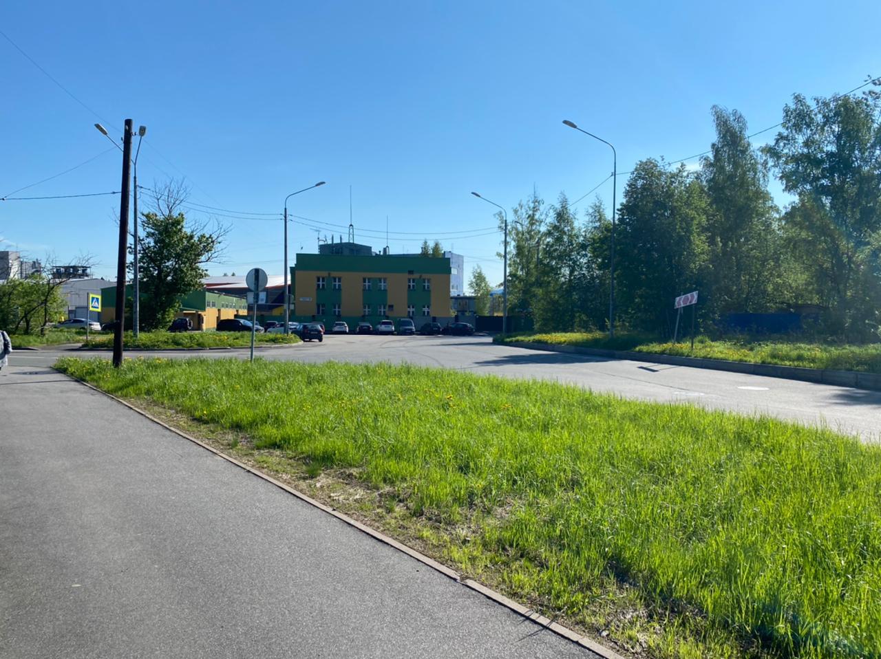 Вид от железной дороги на ул.Новомалиновская, 6А